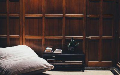 Skab en klassisk stemning i dit hjem med vægpaneler træ